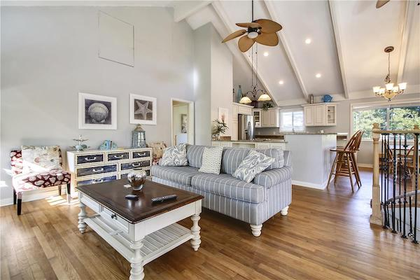 A living room in a Folly Field Beach vacation rental